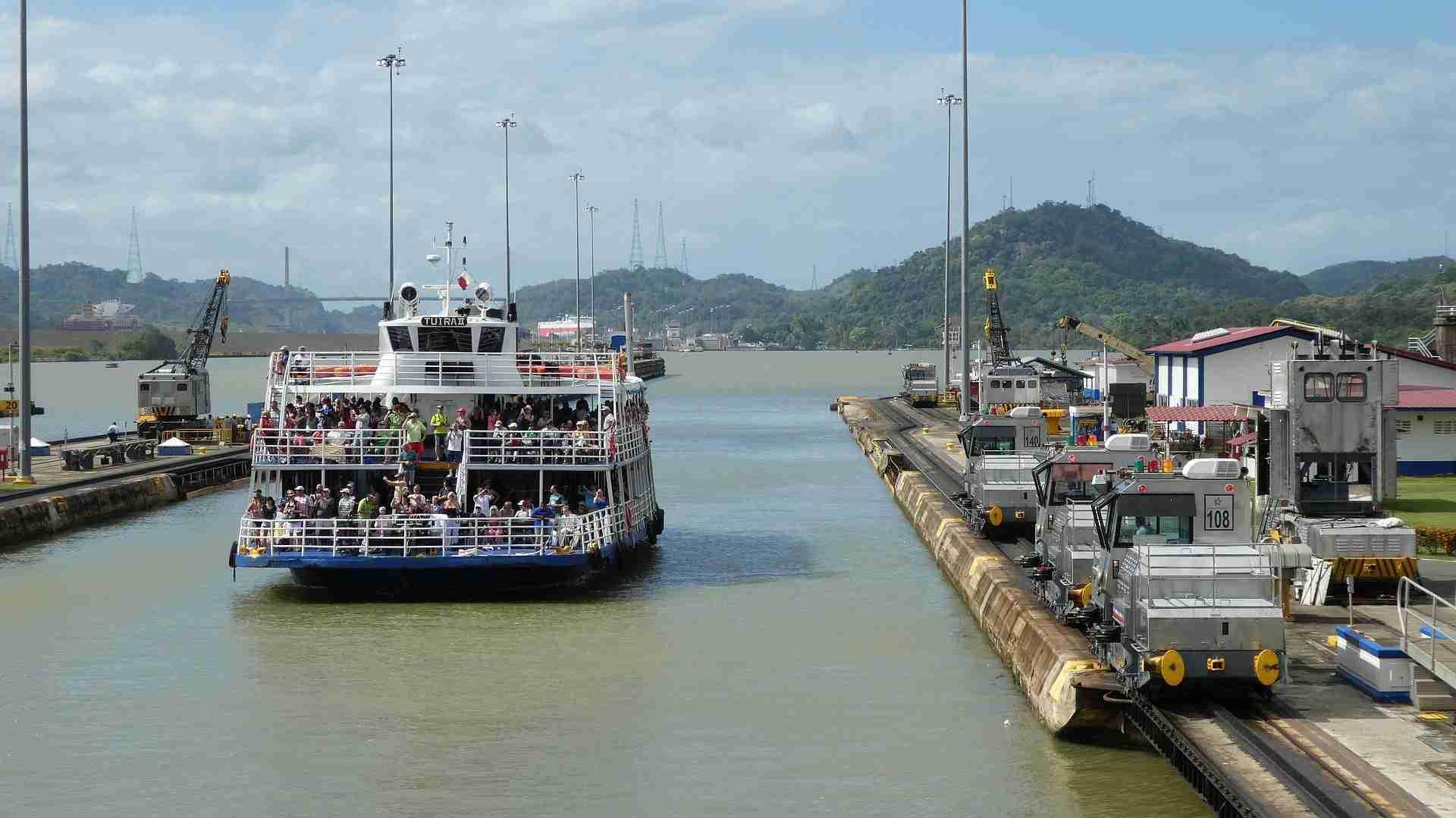 Tránsito Por El Canal De Panamá