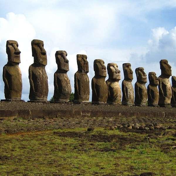 Misterios & Tesoros De Rapa Nui