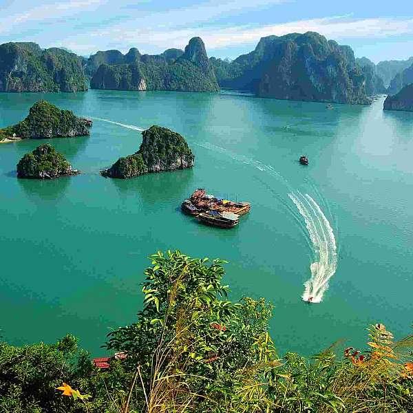 Vietnam Y Bahía De Halong